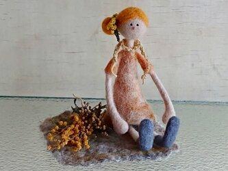 フラワーガールとミモザのミニスワッグ(羊毛シート付)の画像