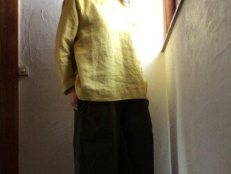 リネン100 ポケット付きプルオーバーブラウス ミモザイエローの画像
