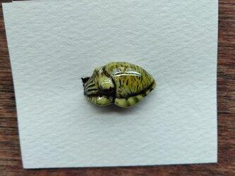 動物石 ブローチ イカ(黄色)の画像