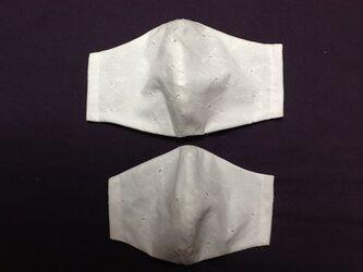 白色 レース模様 マスクの画像
