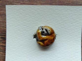 動物石 ブローチ ナマケモノ(黄色)の画像