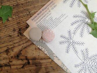 草木染め まるがふたつヘアクリップAの画像