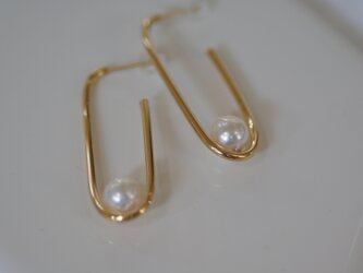 【one】 oval pierce (white )の画像