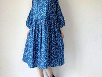 青色チューリップ*ゆったりギャザーワンピース*七分袖*コットン100%の画像