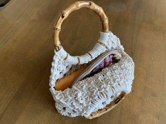 竹の持ち手とコットン生成り糸のマクラメバッグ(S)の画像