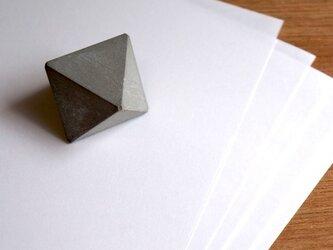 セメントトライアングルペーパーウェイト(小)の画像
