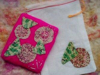 手かがみ 感謝のバラ(濃ピンク・バラ 羊毛フェルト インド綿 刺繍 パッチワーク)の画像