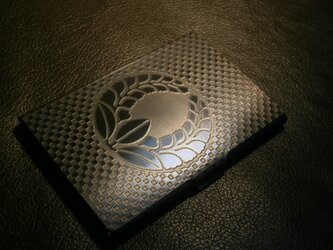受注生産 家紋 彫金 カードケース 地紋市松模様 14枚収納タイプの画像