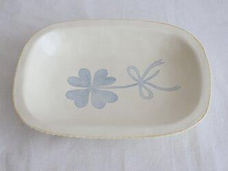 染付けリム皿 (クローバー)の画像