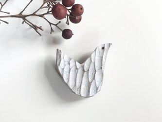 鳥のブローチ 木製の画像