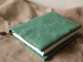 ナチュラルレザーのブックカバー 草色の画像