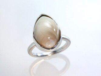 夜光貝のリング(ペアシェイプ型)の画像