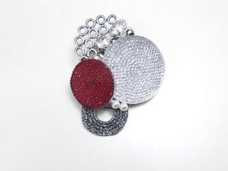 フレンチボタンのブローチ(ホワイト&レッド)の画像