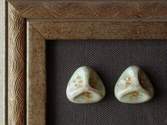 『ほんのり薄緑の三角形』耳飾り ピアス/イヤリング ミントカラー くすみ ノスタルジー ヴィンテージ ホワイト f-72の画像
