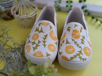 いいお天気の日にお散歩に行きたくなるたんぽぽ柄キッズシューズ「dandelion」の画像