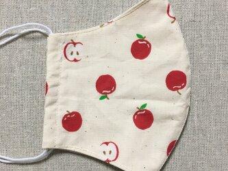 赤いリンゴ柄ガーゼマスクの画像