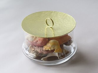 鎚目模様の真鍮蓋のガラスポッドの画像