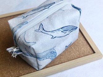 *夏色小物*涼しげクジラのボックスポーチの画像