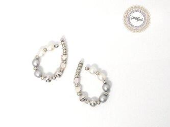 イヤーカフ[パールとメタル/White&Gray×Silver]の画像