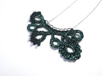 編みモチーフ フレンチラメ糸のネックレス(グリーン)の画像