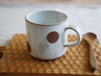 月下白の水玉マグカップ No.505の画像