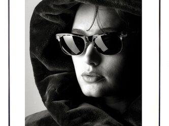 ★作品#20「サングラスの女」Woman with Sunglassesの画像