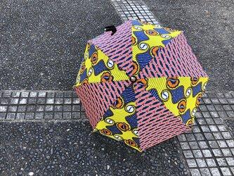 e129-アフリカ布日傘の画像