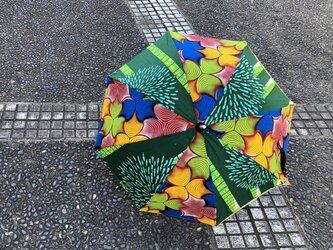 e122-アフリカ布日傘の画像