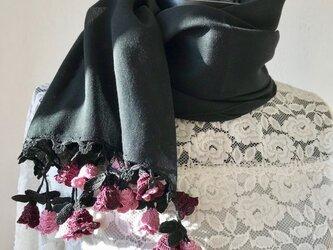 立体刺繍の花付き コットンストール ブラックの画像