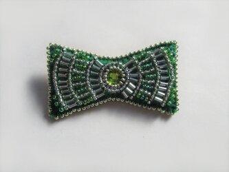 小さなリボン型ビーズ刺繍のブローチ(グリーン)の画像