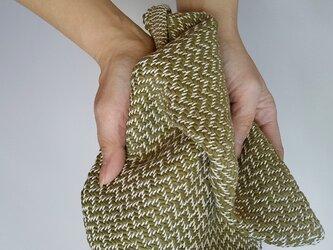 手織りハンカチ 汗をしっかり吸収してくれるコットンハンカチ オリーブグリーンの画像