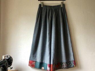 福山デニム×銘仙パッチワーク「いろいろ銘仙のガウチョパンツ」ブルー123 ワイドパンツ スカート見え フレアパンツの画像