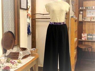 はぎはぎ銘仙と播州織のワイドパンツ(黒)コットン 天然素材の画像