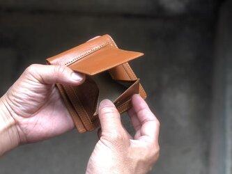 2つ折り財布 茶色 コインが取り出しやすいです。カードも沢山入りますの画像