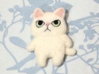 ブローチ  白猫※全身の画像