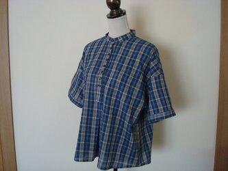 涼しげ!「夏のスタンドカラーシャツ」の画像