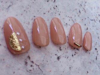 くすみピンク ワンカラー ガーリー 大人 月 パール かわいい ゆめかわ ネイルチップ つけ爪 ハンドメイド 手作りの画像