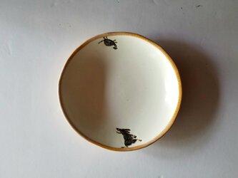 皿(ウサギとカメの追いかけっこ)の画像