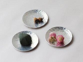 鎚目模様のアルミ豆皿 3枚組の画像