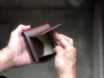 2つ折り財布 チョコ コインが取り出しやすいです。カードも沢山入りますの画像