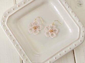 タティングレースとビーズの桜フックピアスの画像