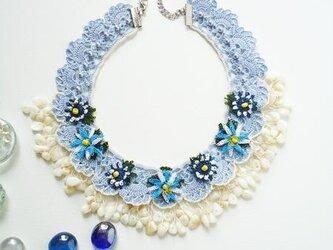 ビジューの刺繡ネックレス フラワー・ジュエル ライトブルーの画像