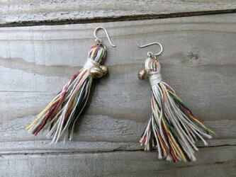 *fusafusaピアス@ネパールのマルチカラー糸+麻糸の画像