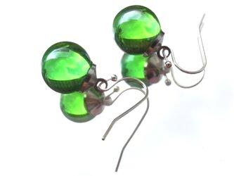 ピアス シャボン玉のようなガラス玉のピアス グリーンの画像