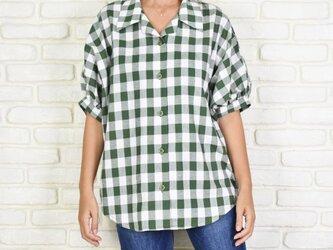チェック柄のビッグシルエットドルマンシャツ <グリーン>の画像