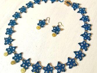 トルコのコインチャーム タティングレースのネックレス ブルーの画像