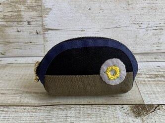 大人かわいい手刺繍ミモザリースのミニラウンドポーチ 国産帆布 ミモザ 小物入れ 手のひらサイズの画像