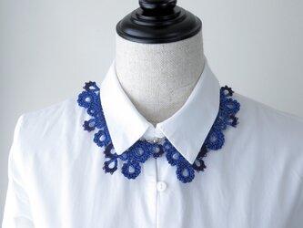 編みシリーズ ラメブルー糸のお花プレートネックレスの画像