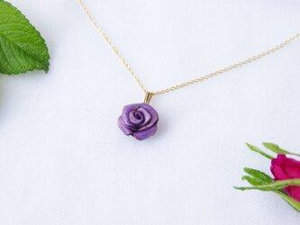 手染めレザー*紫のバラのネックレスの画像