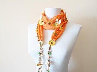 刺繍のお花 オーガニックコットンスカーフのロングラリエット オレンジの画像
